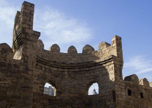 i-tourisme – Village d'Azerbaïdjan : les remparts de la Vieille Ville de Bakou au cœur de Paris